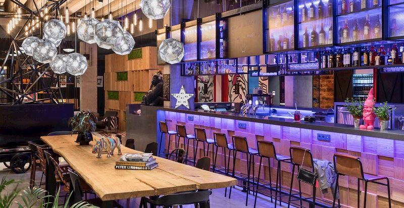 Restauracja i bar naprzeciwko lotniska